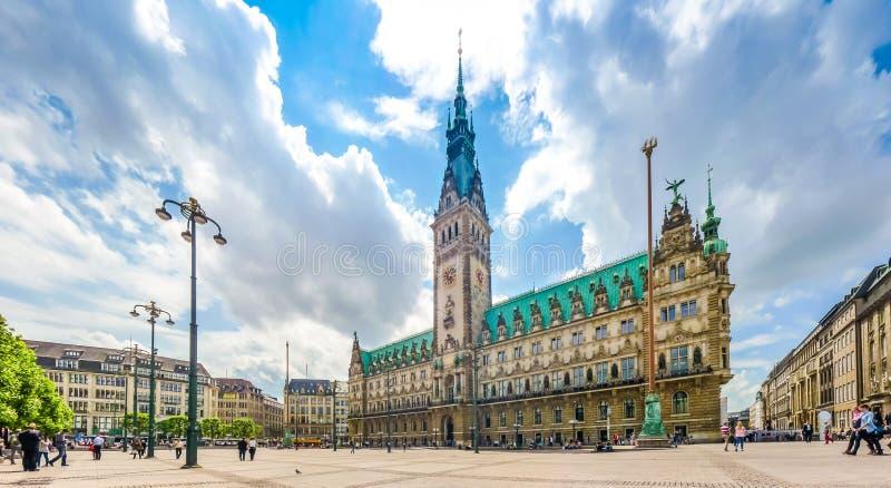 Hamburski urząd miasta przy targowym kwadratem w Altstadt ćwiartce, Niemcy obrazy royalty free