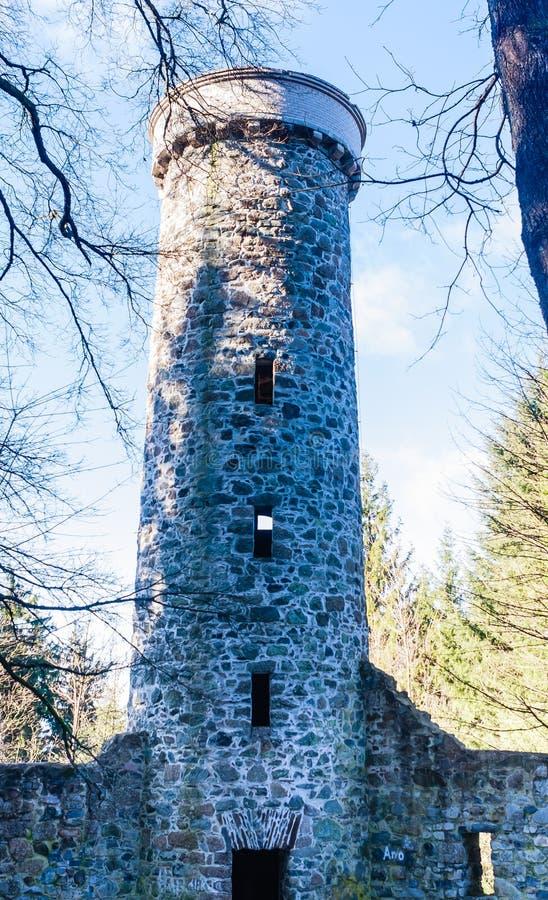 Hamelika-Ausblickturm wurde in Form einer romantischen Ruine errichtet stockfotografie