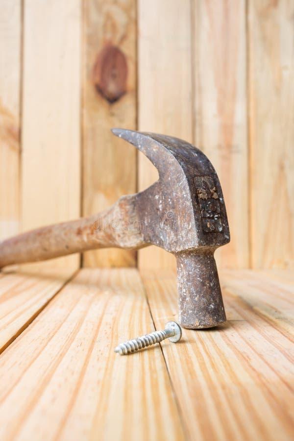hamer en kopspijker stock afbeelding