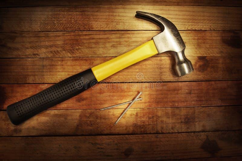 Download Hamer en spijkers stock foto. Afbeelding bestaande uit houtbewerking - 29513844