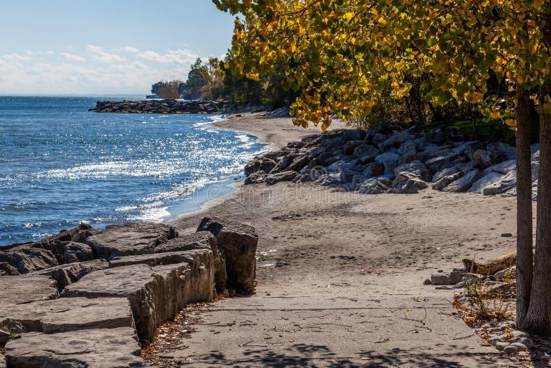 Hamilton, CANADÁ - 16 de octubre de 2018: otoño soleado colorido por completo imágenes de archivo libres de regalías