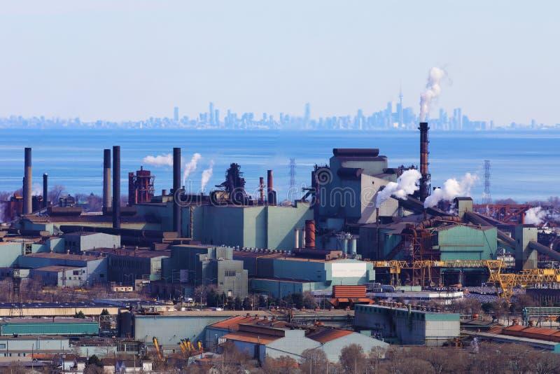 Hamilton de la escarpa de Niágara con el horizonte de Toronto en el CCB imagen de archivo