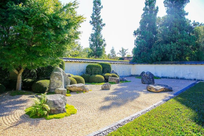 HAMILTON NZ - FEBRUARI 25, 2015: Japanträdgård av begrundande i Hamilton Gardens royaltyfri foto