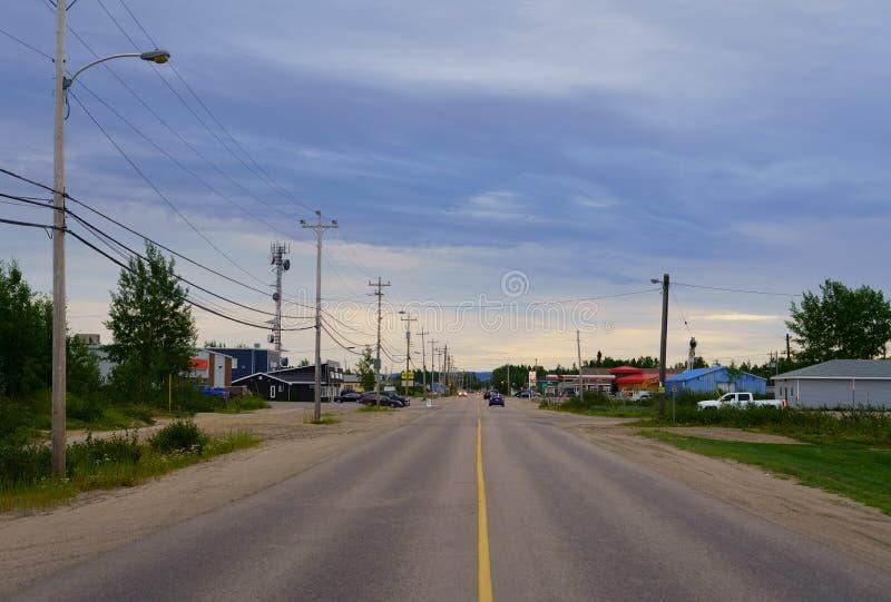 Hamilton River Road en bahía feliz del Valle-ganso, la provincia de Terranova y Labrador, Canadá fotografía de archivo libre de regalías
