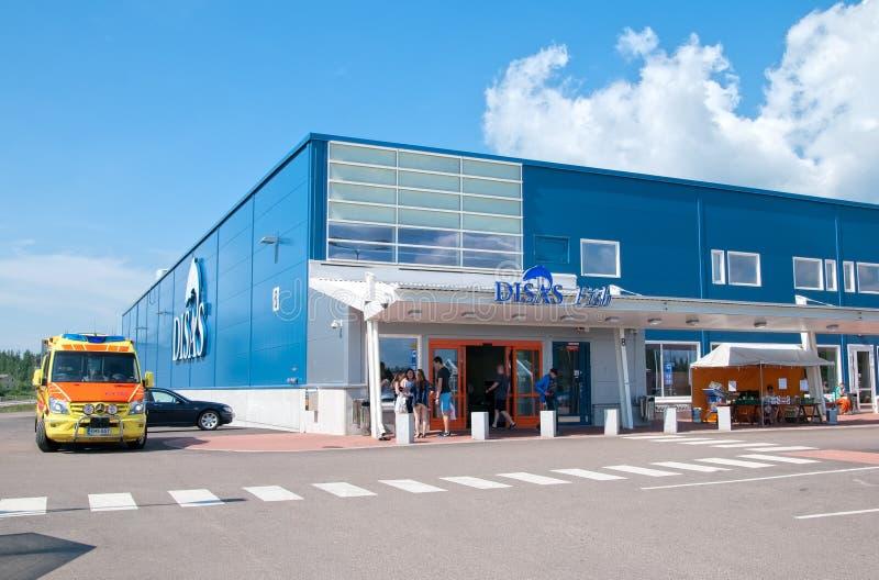 Hamina finland Povos perto da loja dos peixes de Disas fotos de stock royalty free