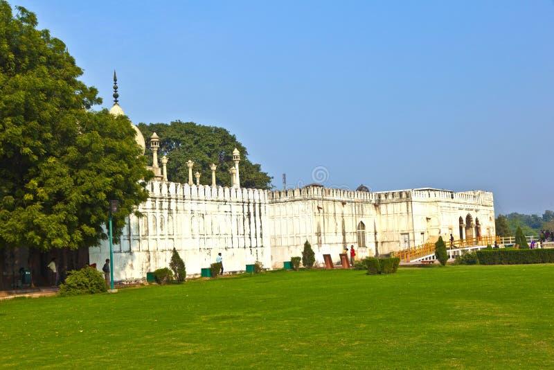 Hammam och moské i RÖTT FORTkomplex i Delhi, Indien arkivfoto
