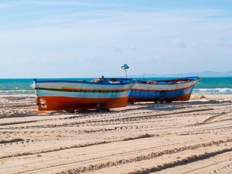 Hammamet-Tunesië-stad strand met boten in de herfst stock fotografie