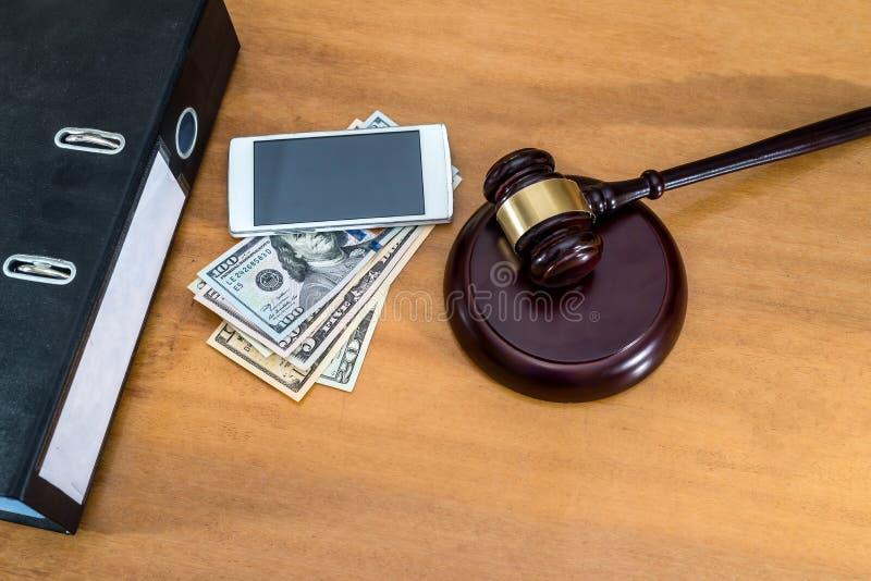 Hammare med telefonen och dollaren royaltyfria foton