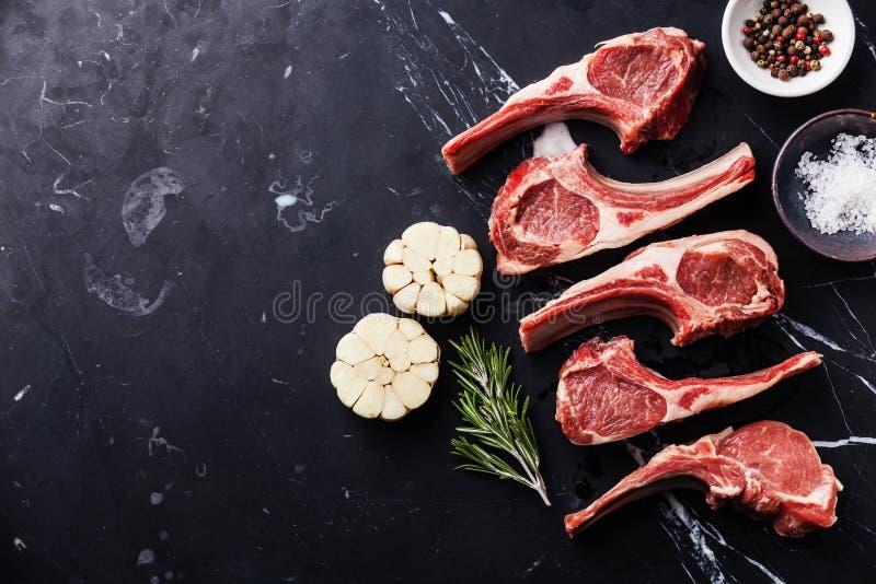 Hammelfleischlammrippen des rohen Fleisches lizenzfreies stockfoto