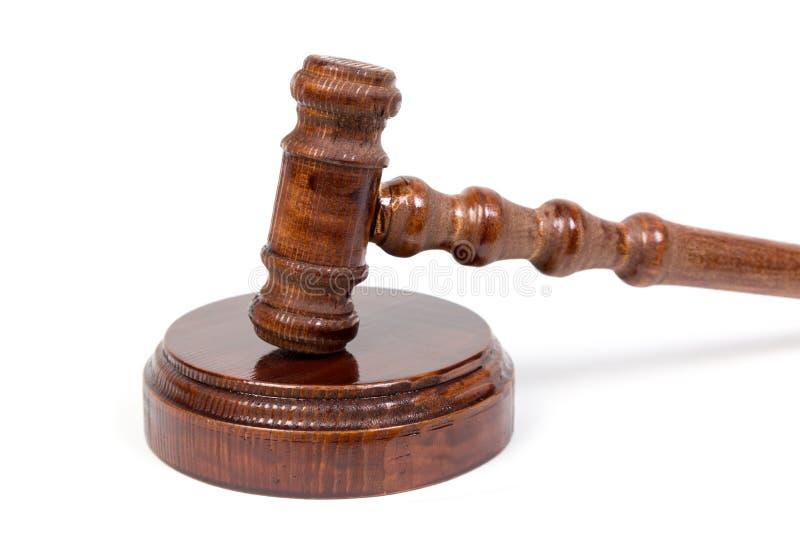 Hammer für Richter und die halten Auktionen lizenzfreies stockbild