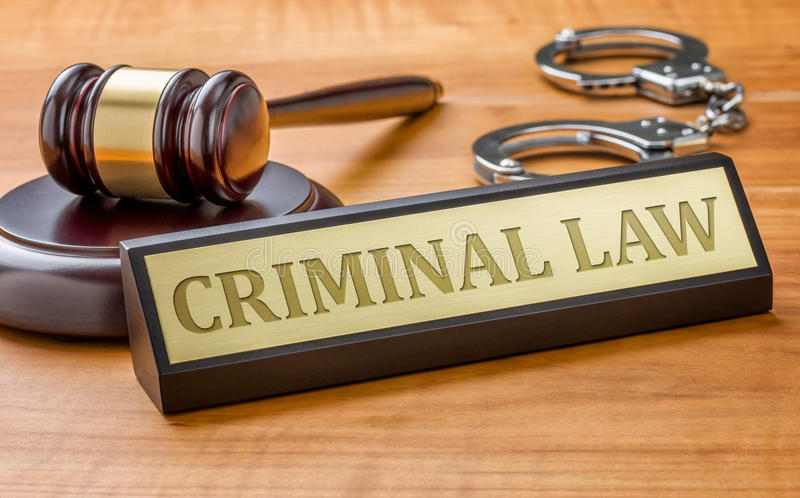 Hammer und ein Namensschild mit dem Stich Strafrecht lizenzfreie stockfotos