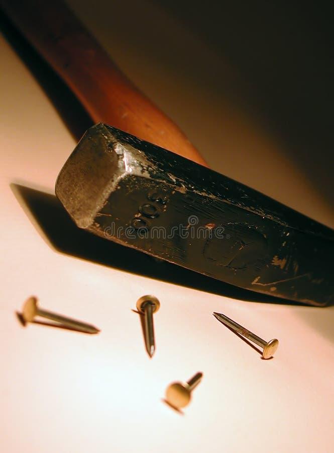 Hammer und Nägel lizenzfreie stockbilder