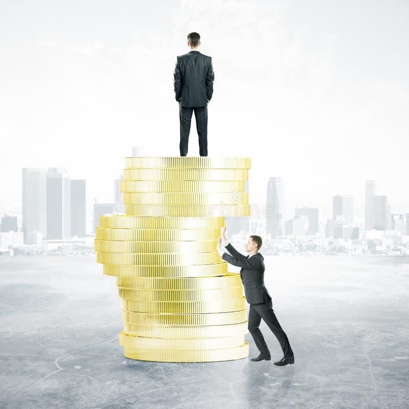 Hammern asiatische Geschäftsmannverbeugung und -holding der Geschäftskonkurrenz concept lizenzfreie stockbilder
