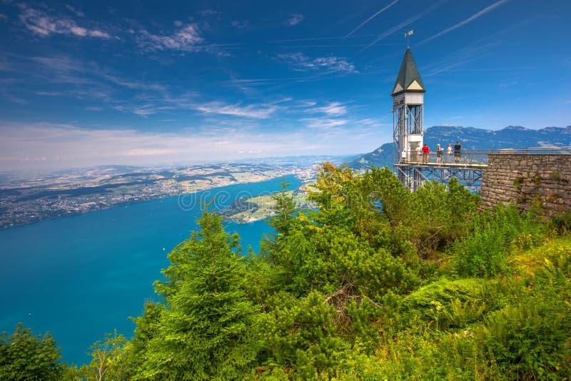 Hammetschwand winda w Alps blisko Burgenstock z widokiem Szwajcarscy Alps i Lucerna jezioro, Szwajcaria, Europa obraz stock