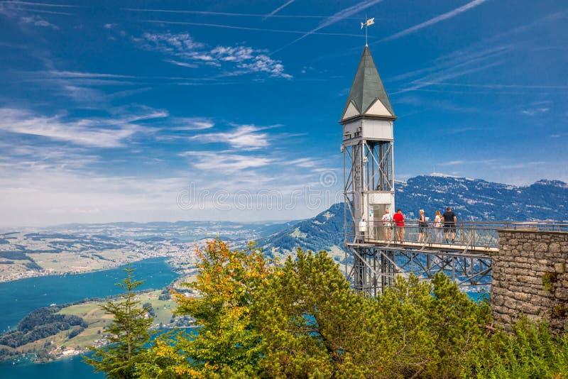 Hammetschwand winda w Alps blisko Burgenstock z widokiem Szwajcarscy Alps i Lucerna jezioro, Szwajcaria, Europa obrazy stock