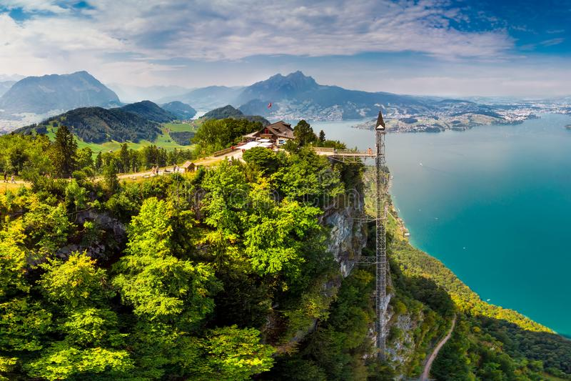 Hammetschwand winda w Alps blisko Burgenstock z widokiem Szwajcarscy Alps i Vierwaldstattersee, Szwajcaria, Europa fotografia stock