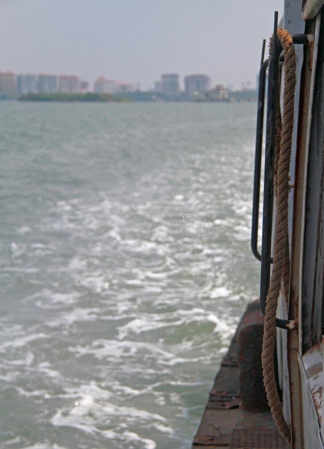 Hamn av Kochi port från sidan av ett skepp royaltyfri bild