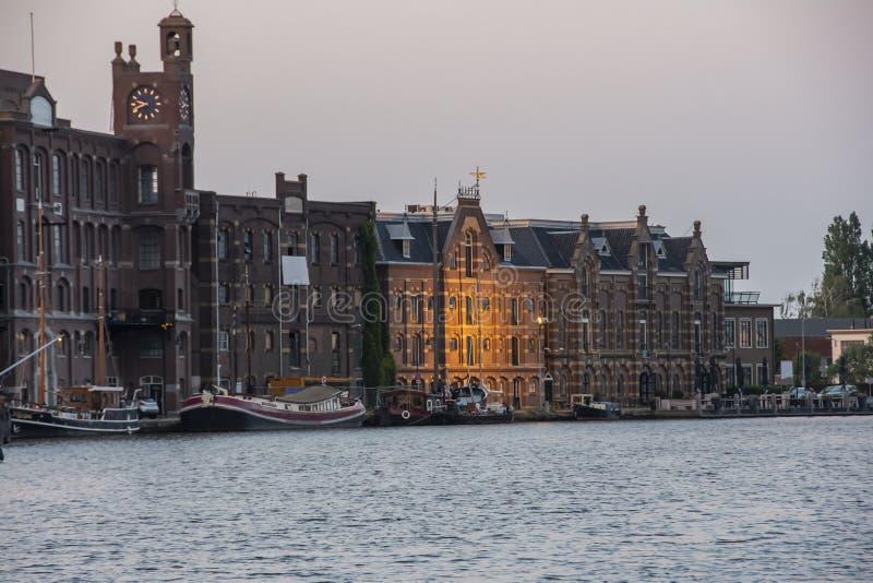 Hamn av wormer och byggnader Nederländska Holland royaltyfri bild