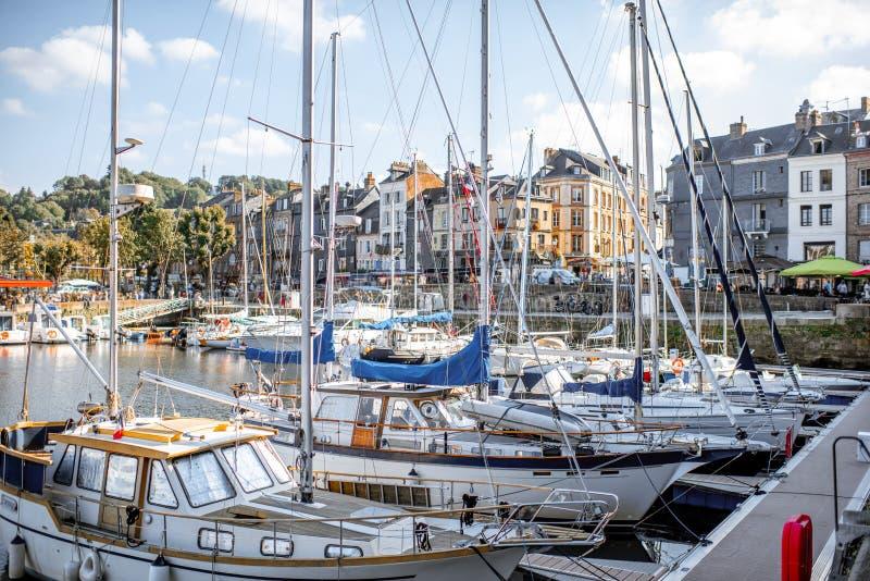 Hamn i den Honfleur staden, Frankrike royaltyfri bild