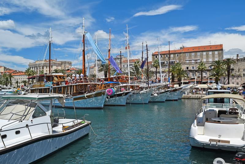 Hamn i den kluvna staden, Kroatien royaltyfria bilder