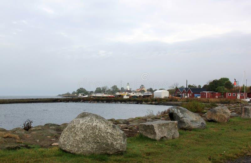 Hamn och fyr av Smygehuk, Sverige arkivbild