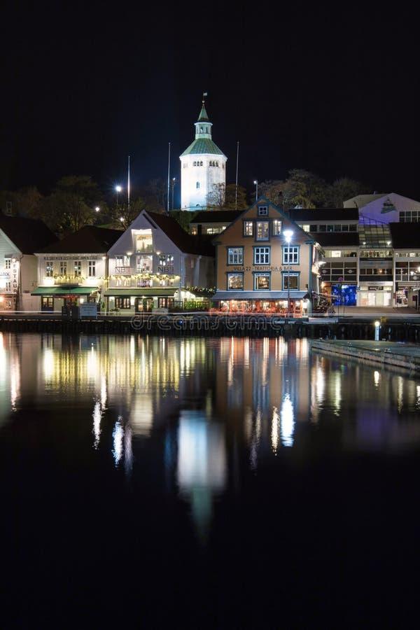 Hamn på natten i stavanger Norge arkivfoton