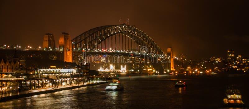 Hamnbro på natten royaltyfri fotografi