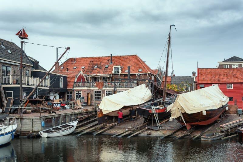 Hamnplatsen av det gamla fiskeläget Spakenburg royaltyfria bilder