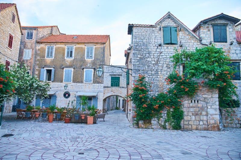 Hamnplatser från akademikra Stari, Hvar royaltyfria foton