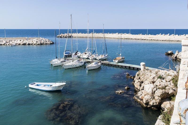 Hamnstad i Puglia Italien royaltyfria foton