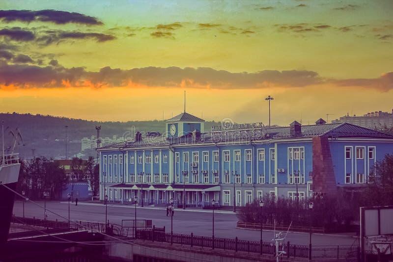hamnstadbyggnader, marina, port Murmansk, Ryssland royaltyfri foto