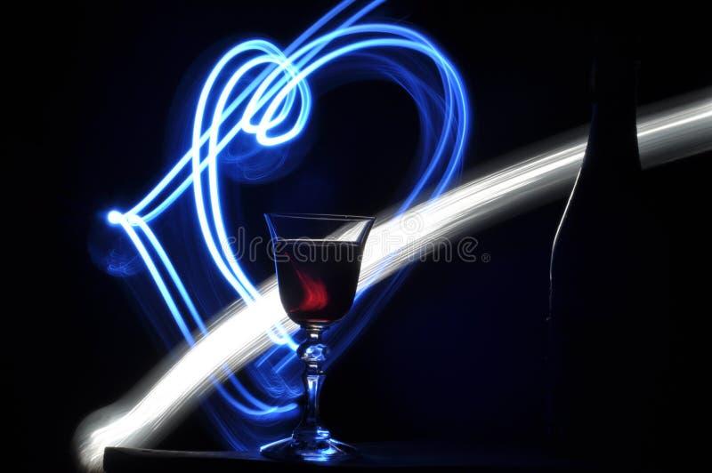 Hampagne na véspera de Ano Novo alargamentos Cumprimentos do ` s do ano novo Felicidade e divertimento imagem de stock
