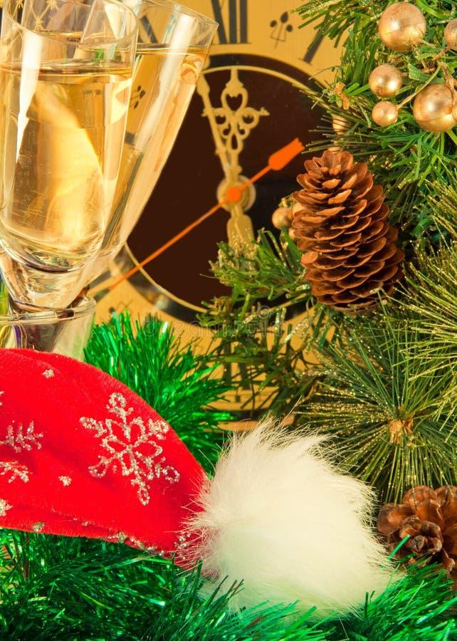 ?hampagne na véspera de Ano Novo de encontro a um antigo imagem de stock royalty free