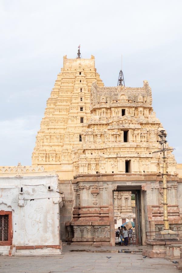 Hampi, la India 8 de julio de 2019: Vista interna del templo de Virupaksha o de Pampapati en Hampi, Karnataka, la India fotografía de archivo libre de regalías