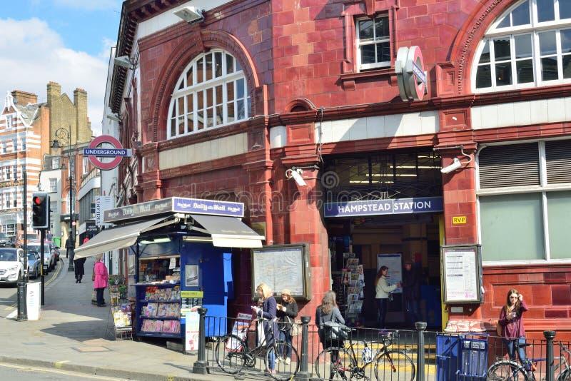 Hampstead Undergound station på solig dag royaltyfria foton