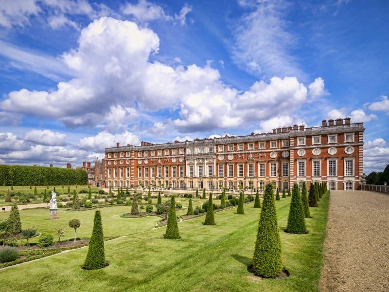 Hampton Court Palace desde el jardín privado imagen de archivo