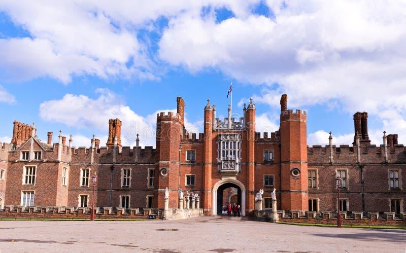 Hampton Court Palace in Engeland royalty-vrije stock afbeelding
