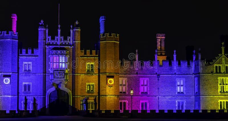 Hampton Court Palace lumineux par nuit en Hampton Court, Londres, Royaume-Uni image libre de droits