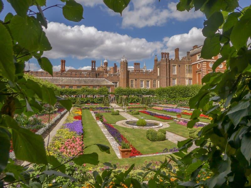 Hampton Court Palace vicino a Londra, Regno Unito fotografia stock
