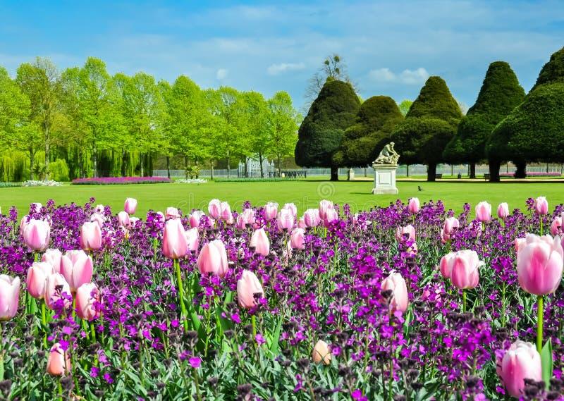 Hampton Court-tuin in de lente, Londen, het UK stock afbeelding