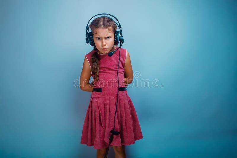 Han flickabarnet är sju gamla år i en rosa klänning arkivfoto