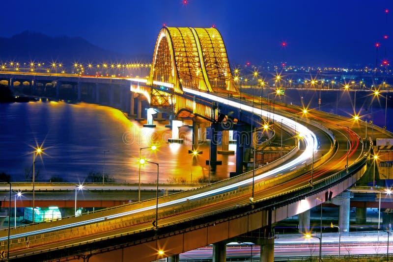 Han River con el puente de Banghwa fotos de archivo