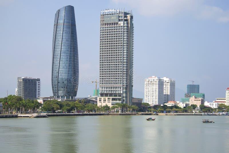 Han rzeczni i dwa wieżowowie Linia horyzontu da nang, Wietnam obraz stock