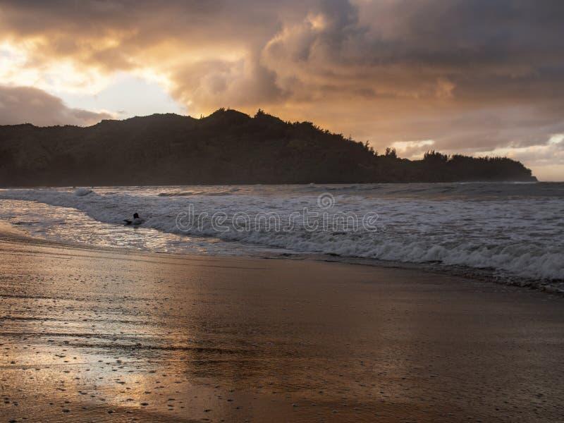 Hanalei海滩考艾岛夏威夷日落 图库摄影