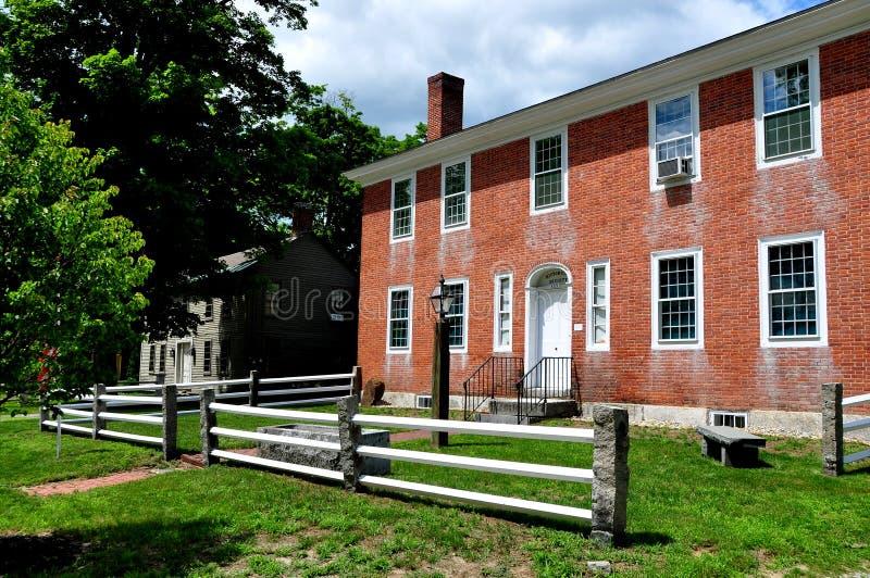 Hancock, NH: Casa da sociedade 1809 histórica foto de stock royalty free