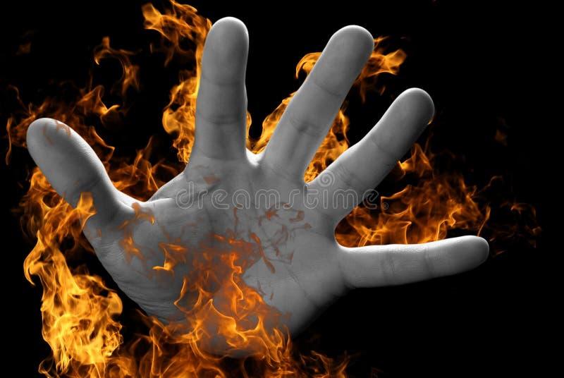 Hand auf Feuer stockfoto