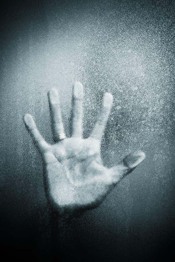 Hand auf Glas lizenzfreies stockbild