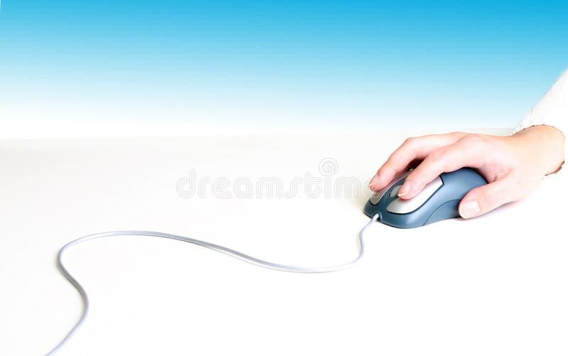Hand auf Maus lizenzfreies stockfoto