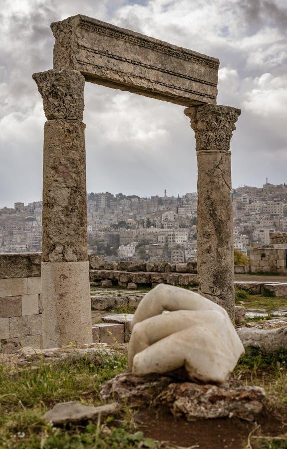 Hand av Hercules i Amman, Jordanien royaltyfri bild