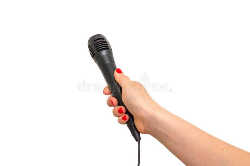 Hand av reporter med den svarta mikrofonen som isoleras på vit royaltyfri foto